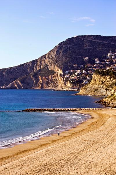 El alquiler de largas temporadas o de viviendas turísticas es una forma de rentabilizar el stock inmobiliario de vivienda en costa.