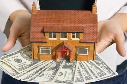 El sistema francés tiene dos fases; en la primera, pagarás más intereses y menos capital del préstamo vinculado a la hipoteca, y en la segunda, la mayor parte de la cuota mensual se destina a la amortización real de la vivienda.