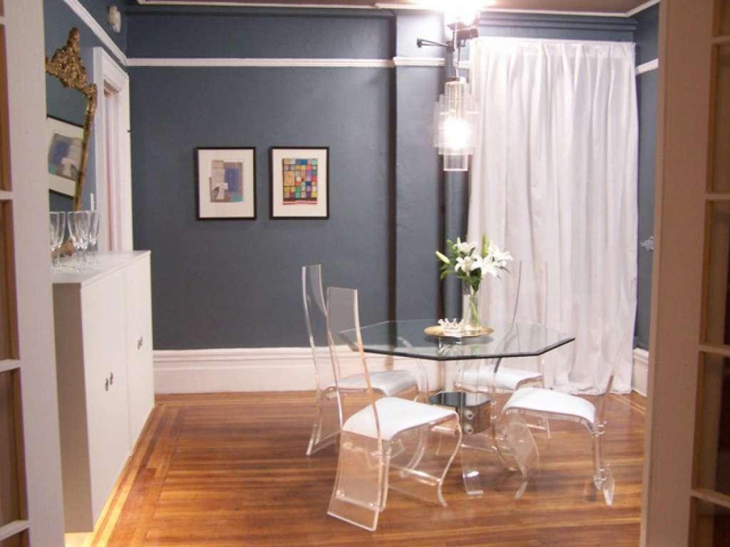 El metacrilato, durable y resistente, es una opción para decorar que aumenta visualmente el tamaño de una estancia.