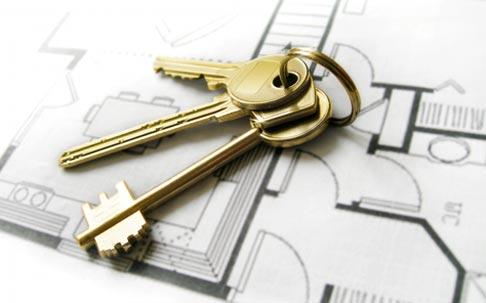 Alquilar o comprar es una decisión que supone un compromiso de menor o mayor plazo con la vivienda, con consecuencias de diverso tipo que debes estudiar.